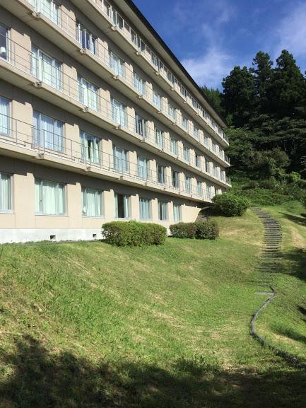 外から見た休暇村富士の建物
