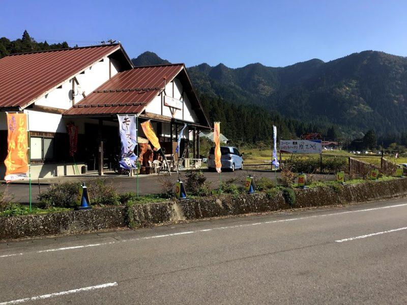 駐車場近くの喫茶店
