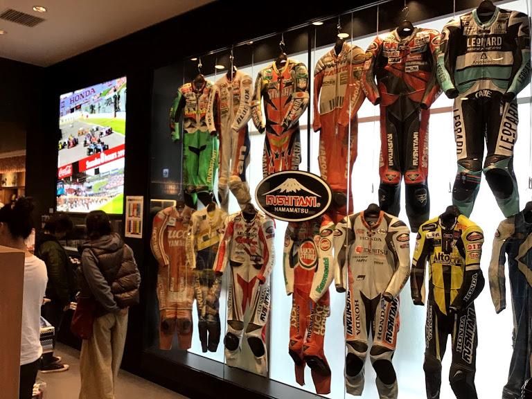 レーシングスーツの展示