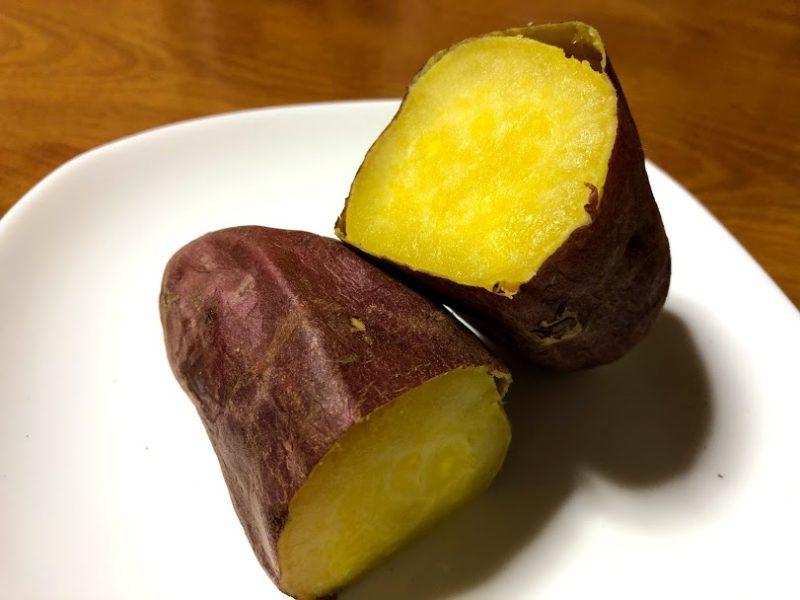 焼き芋(仙台金時)を半分に割った写真