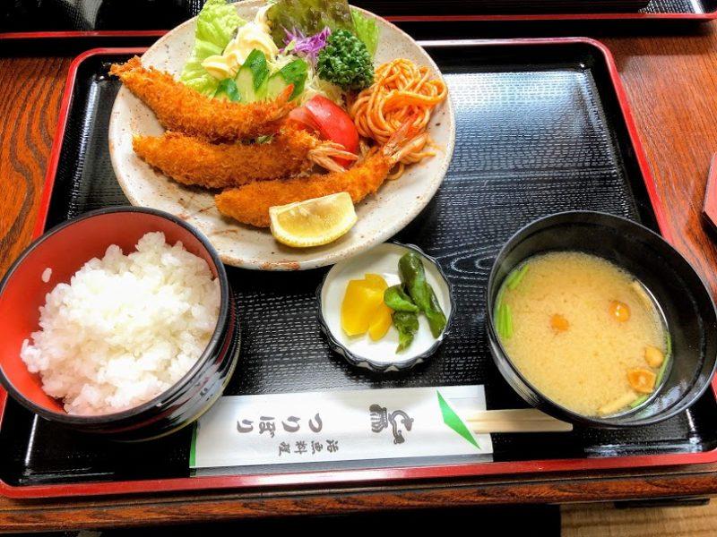 えびフライ定食の写真