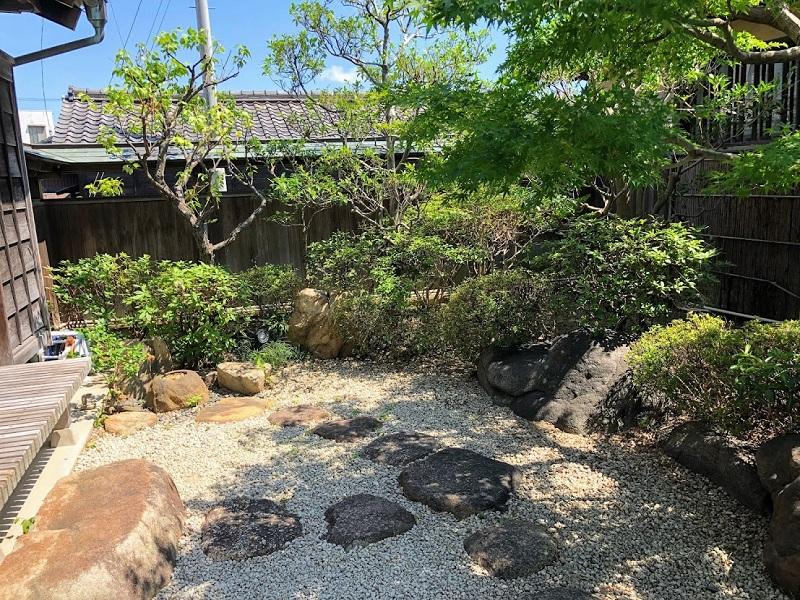 抹茶ラボ西尾伝想茶屋店の庭の写真