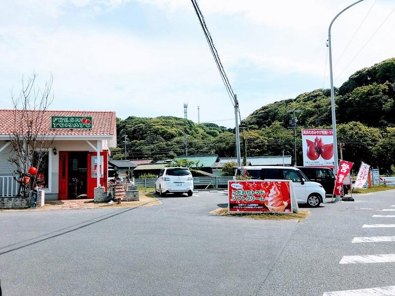 小鈴ファーム駐車場とお店の写真